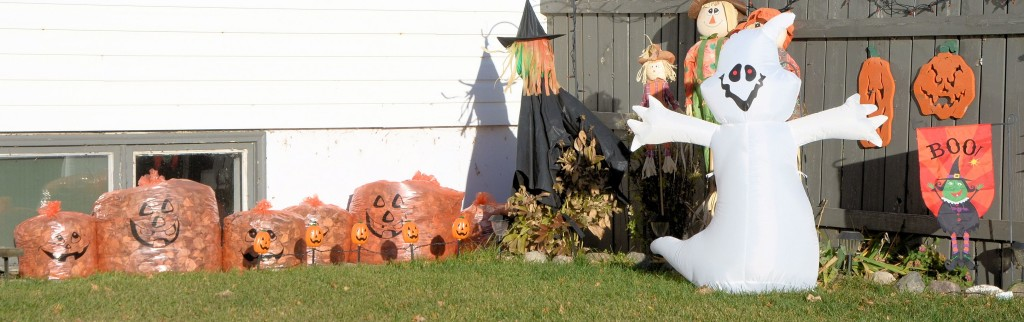 Halloween yard decorations in Unity SK